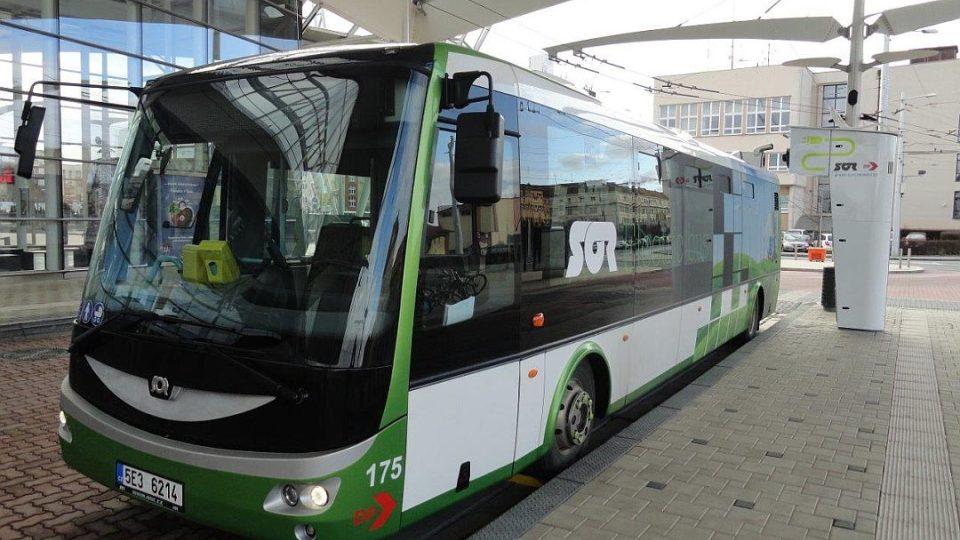 Královéhradecký dopravní podnik testuje takzvané rychlodobíjení elektrobusů