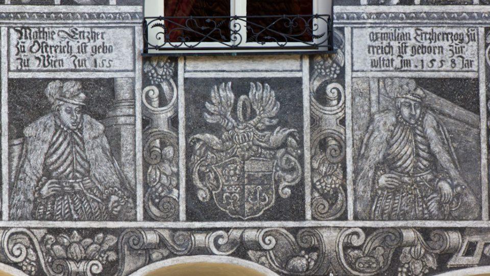 Detail zdobení na měšťanském domě na náměstí ve Slavonicích