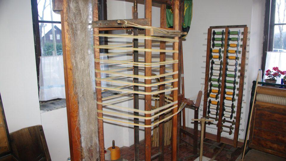 Snovadlo na vytvoření osnovy pro tkalcovský stav bylo určeno jen těm nejzdatnějším tkalcům či snovačům