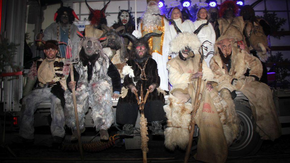 Hasiči při Vítání svatého Mikuláše v roce 2015