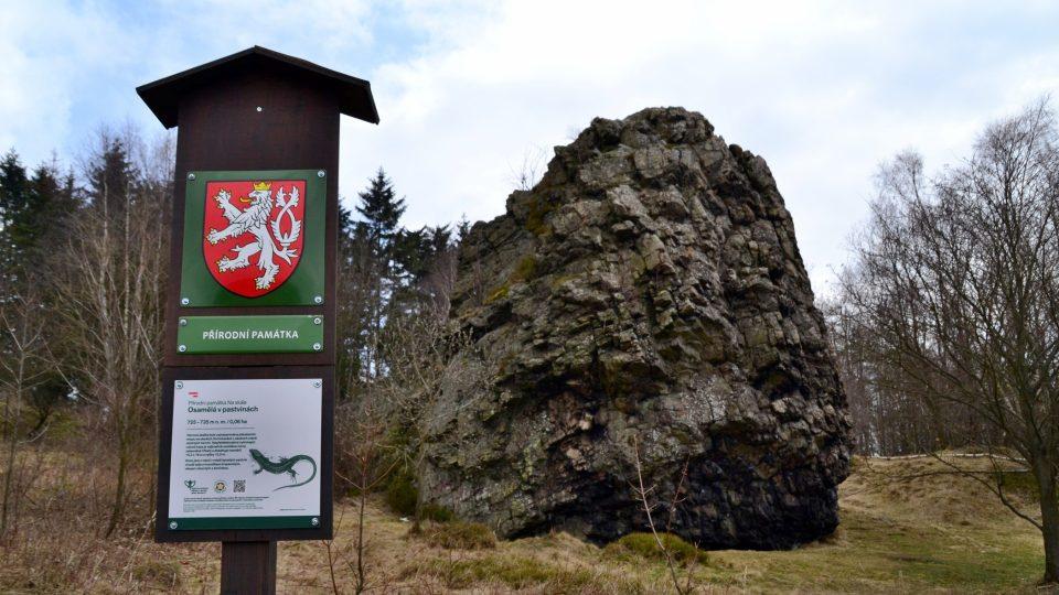Vávrova skála se nachází jen pár set metrů za obcí Pohledec u Nového Města na Moravě