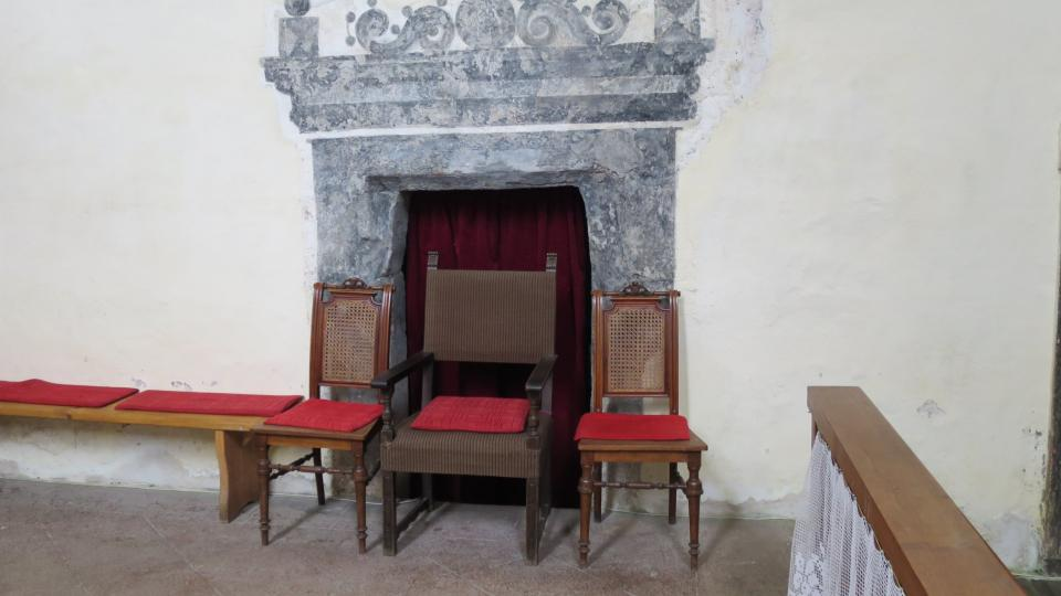 Tento vchod kdysi spojoval kněžiště s klášterem