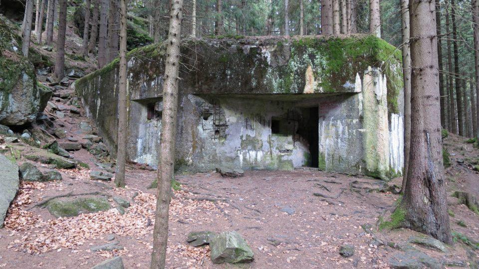 Pěchotní srub R-S-54 Na potoku byl součástí někdejšího československého opevnění