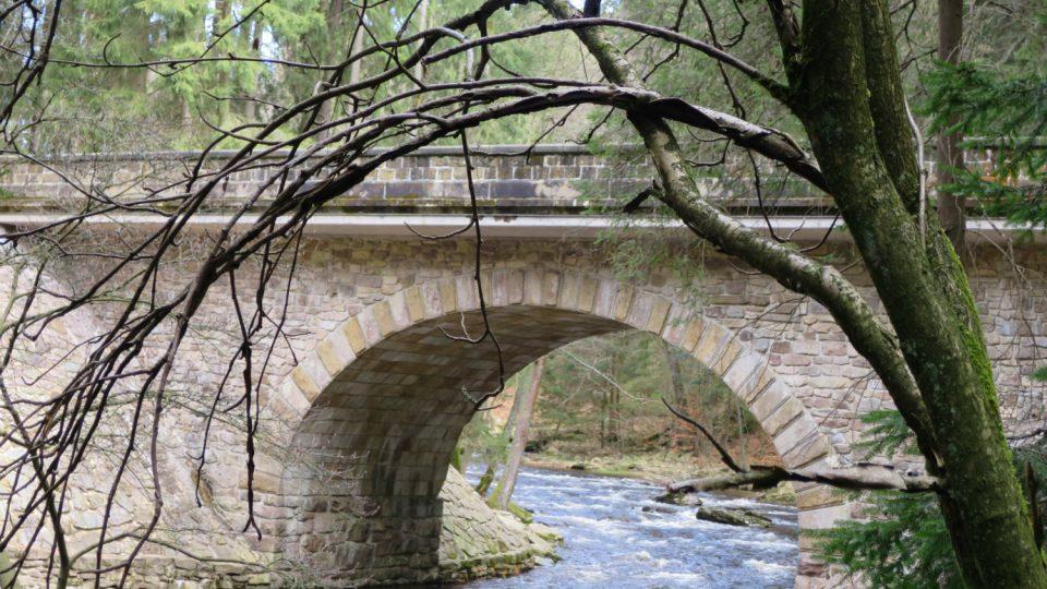 První kamenný most přes Divokou Orlici postavili čeští a italští dělníci v roce 1903