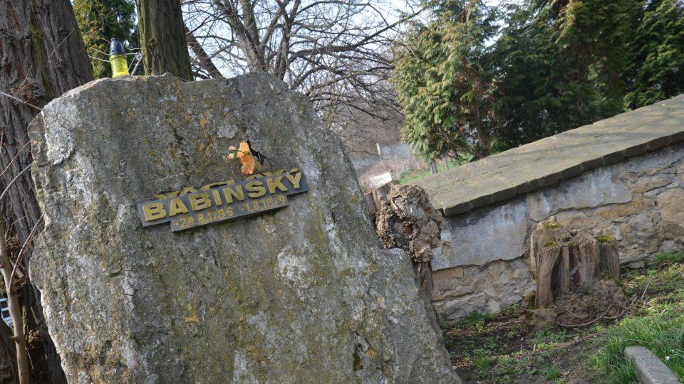 Hrob loupežníka Babinského na Řepském hřbitově