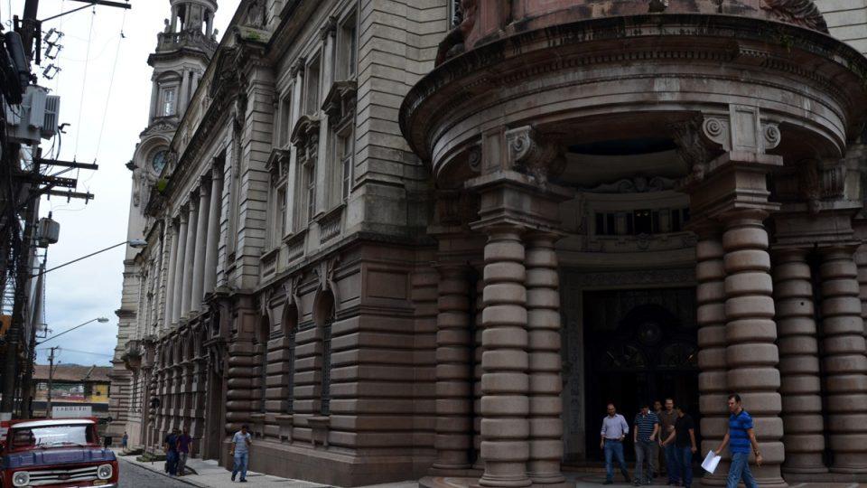 Brazilská kávová burza nechala postavit tuto velkolepou budovu v eklektickém stylu. Otevřela se v roce 1922