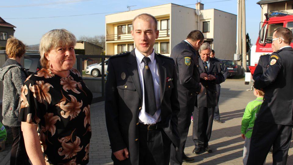 Václav Hluší  starosta SDH s maminkou