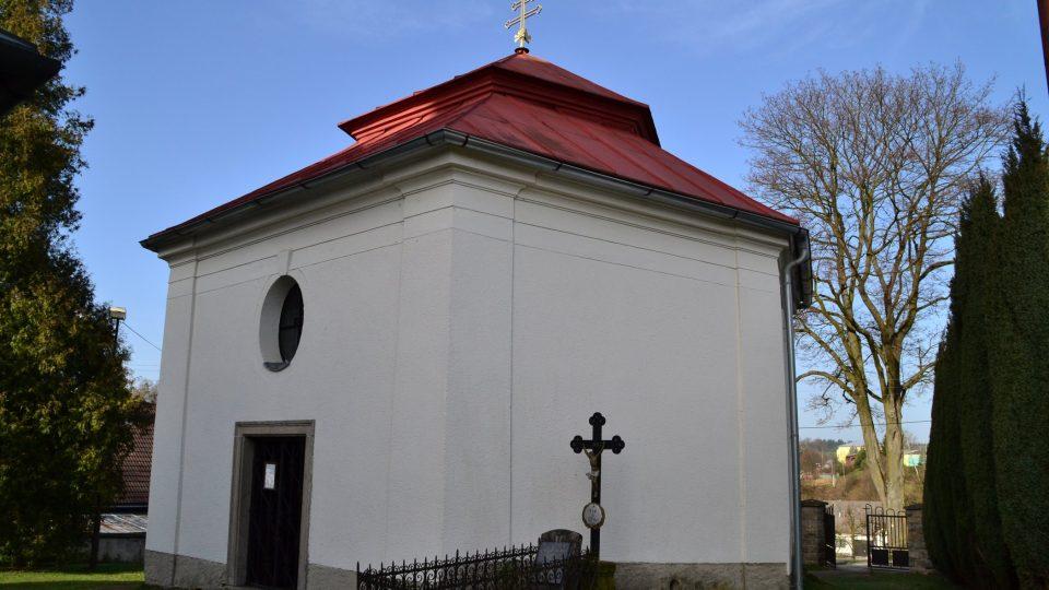 Šestiboká stavba v barokním stylu stála na původní farní zahradě