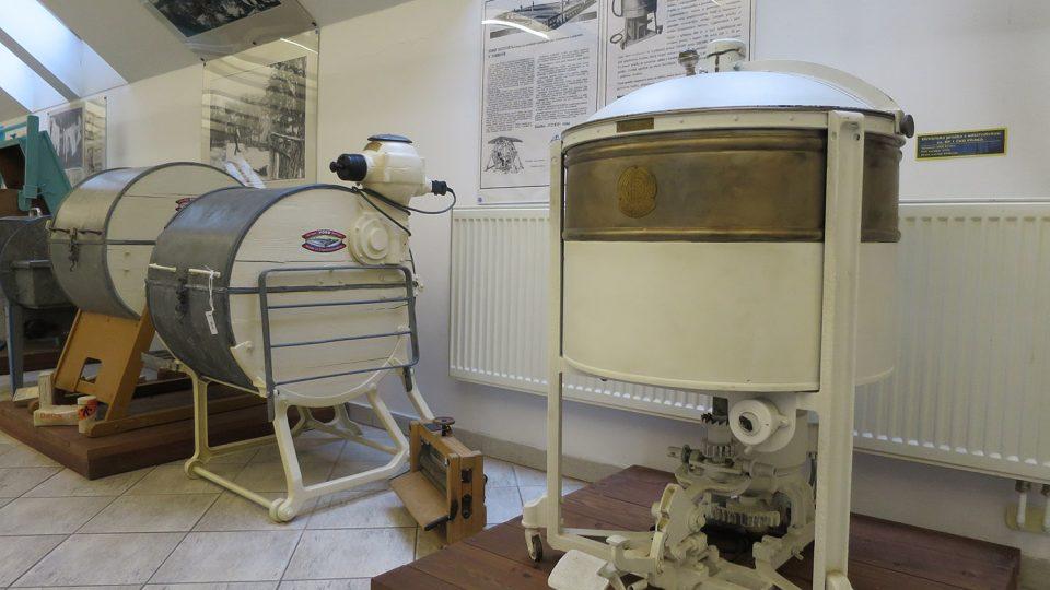 Elektrická pračka s odstředivkou značky ČKD Praga z roku 1932