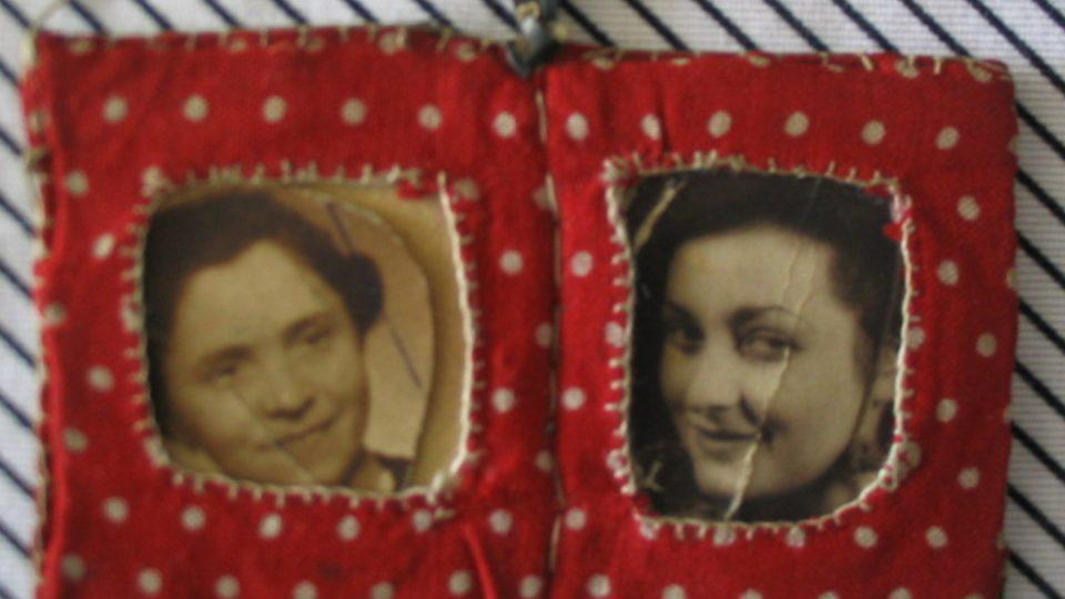 Ručně šitý medailonek Anny Hyndrákové s portréty matky a sestry, zavražděnými v Osvětimi