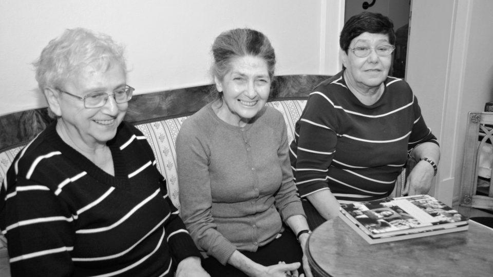 Anita Franková třetí zleva, první zleva Anna Hyndráková