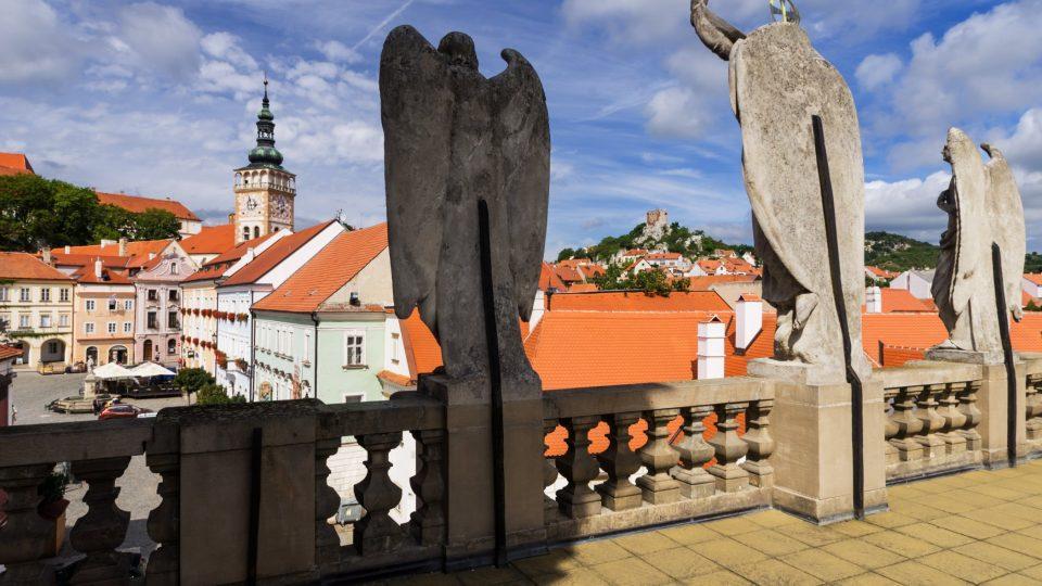 Z terasy hrobky je krásný výhled na náměstí i po širokém okolí