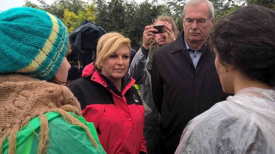 V neděli ráno přechod Bapská Berkasovo navštívila i první chorvatská prezidentka Kolinda Grabarova Kitarovičova