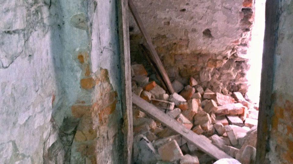 Valená klenba v zadní části měšťanského domu spadla