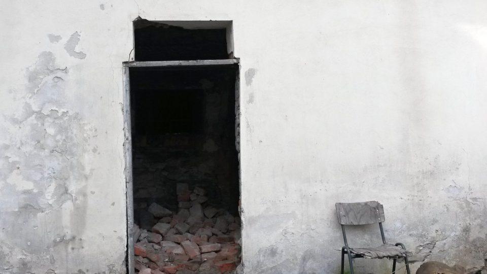 Dveře do zadní části památkového domu se vyrobí podle staré fotodokumentace