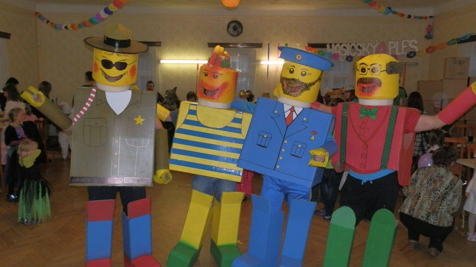 Bystřečtí hasiči při dětském karnevalu v roce 2013