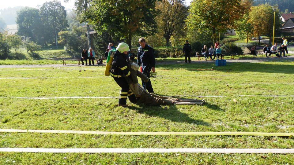 Na bystřeckém cvičišti hasiči bojují o titul Nejtvrdší hasič v disciplínách TFA