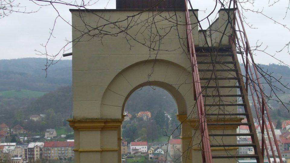 K první opravě došlo už v roce 1994, kvůli dalšímu poškození pak znovu v roce 2012, tedy v roce 110. výročí existence altánu
