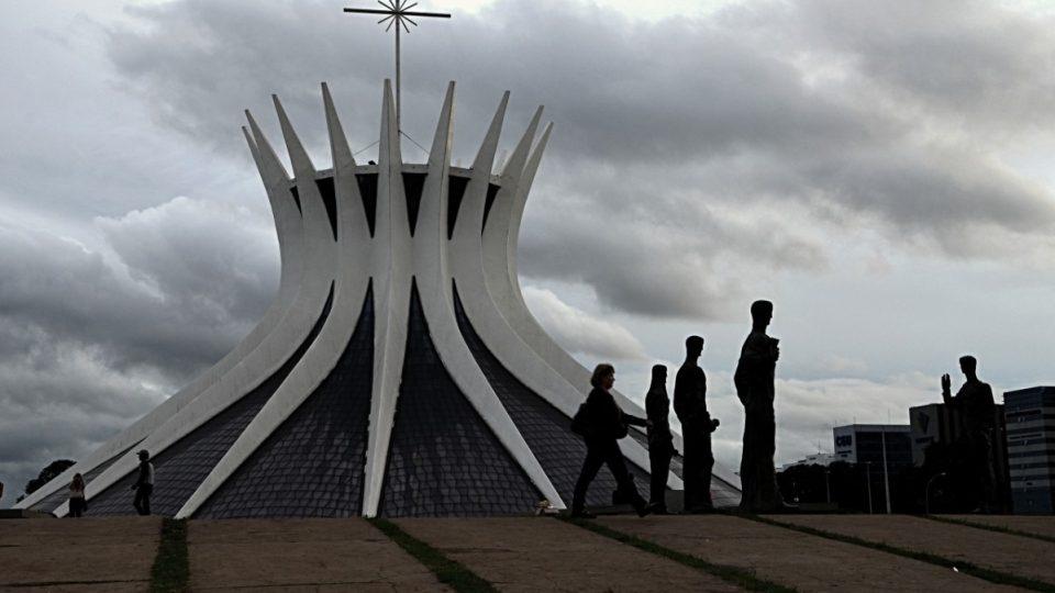 Katedrála v Brasílii měla být původně ekumenický kostel. Nakonec ho ale dokončili až díky penězům Katolické církve