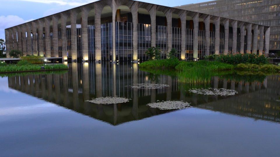 Palác Itamaraty, sídlo ministerstva zahraničí, je ukázkou geniálního využívání vodní ploch kolem budov