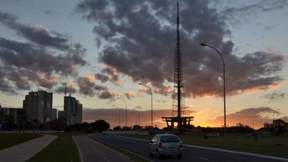 Vzdálenosti v Brasílii jsou velké. A nebe krásné