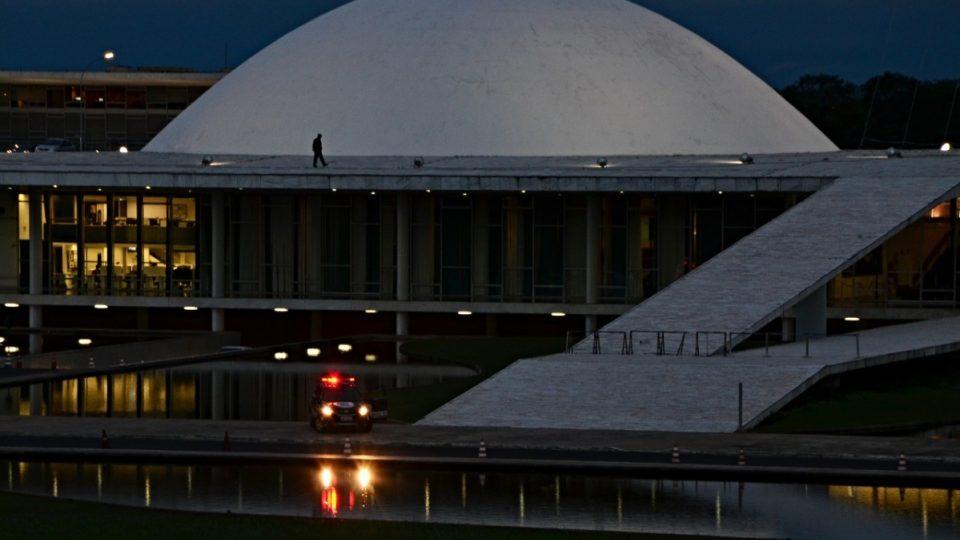 Zde sídlí poslanecká sněmovna brazilského kongresu. Autor Oscar Niemeyer