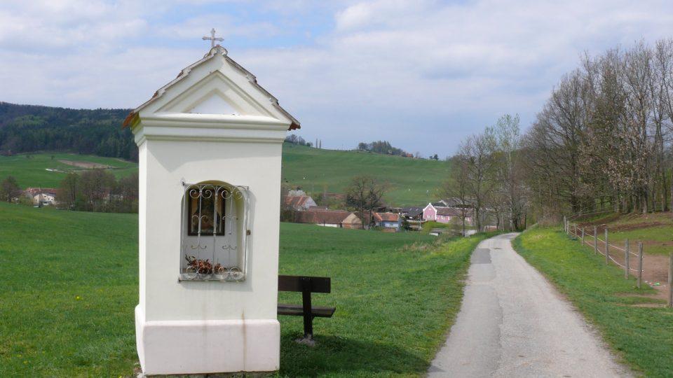 Kaplička s vyhlídkou nad Křepicemi