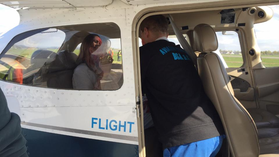 Hasiči, záchranáři a policisté na letišti v Hradci Králové nacvičovali zásah při srážce vrtulníku a letadla