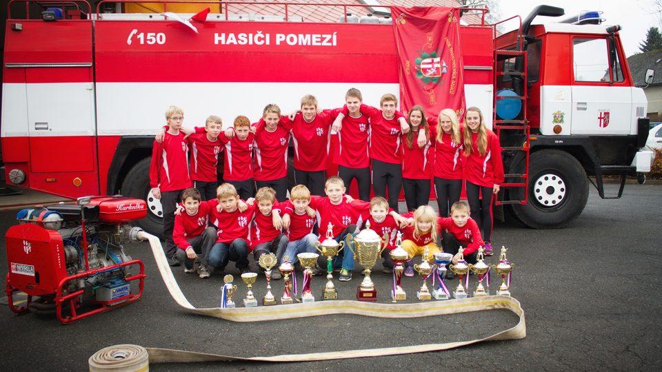 Sbor dobrovolných hasičů má několik družstev dětí, mladší a starší žáci v roce 2014
