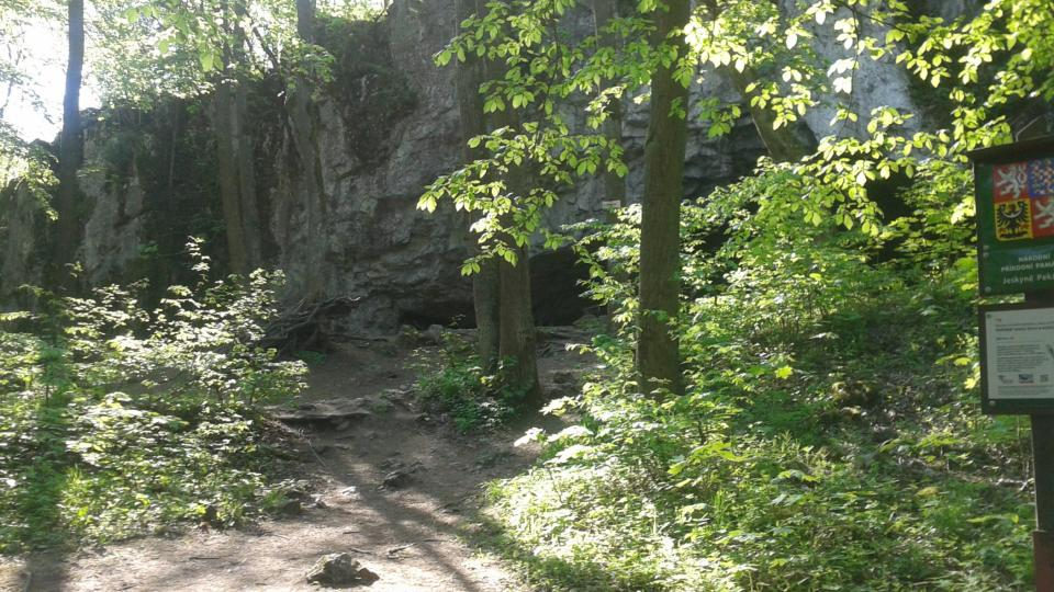 Vchod do jeskyně tvarem připomíná pec na chleba