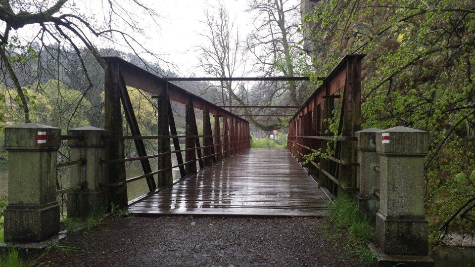 Most nad soutokem Lužnice a Smutné