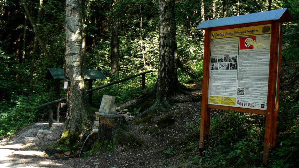 Rostislavův pramen vedle naučné tabule