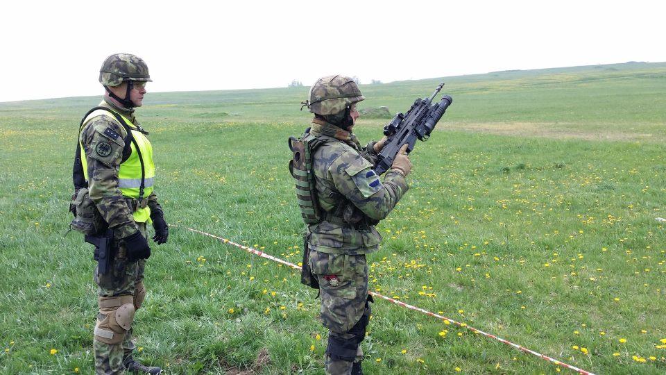 Na 1 500 vojáků trénuje v Doupovských horách střelby, taktický výcvik i přežití