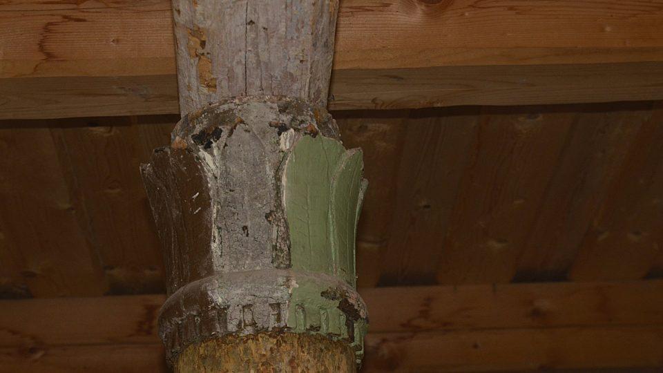 Detail dřevěného sloupu
