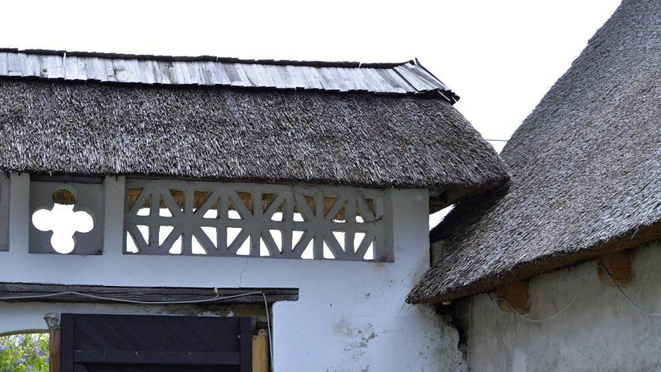 Opravená střecha hostince