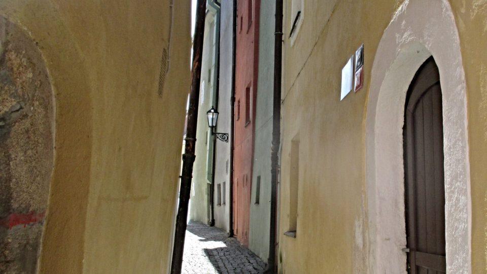 Na první pohled křivé zdi jsou půvabné