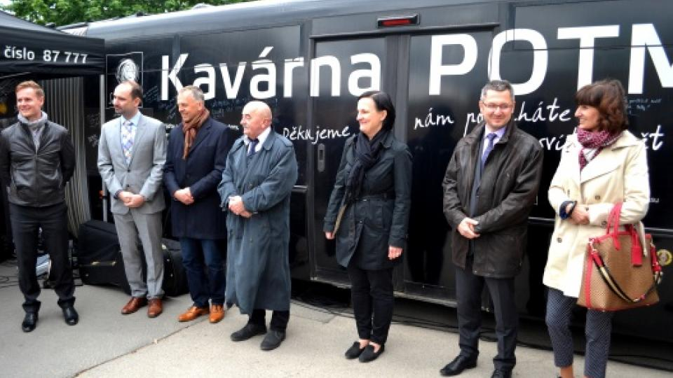 """Světluščí Kavárna POTMĚ odstartovala tour """"bez nehod"""""""