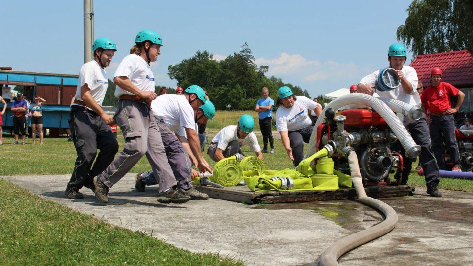 Družstvo mužů při soutěži O putovní pohár starosty obce Líšnice 2015