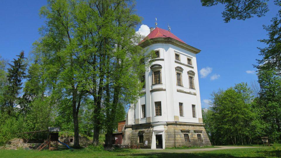 Nový zámek u Lanškrouna, z původní honosné budovy zbyla jen nárožní část