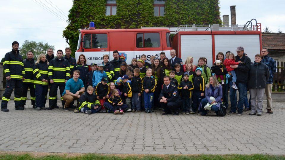 Tým dobrovolných hasičů z Křešic u Litoměřic