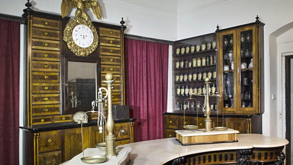 Interiér lékárny U černého orla, dnes vystavený v expozici Národopisného muzea Plzeňska