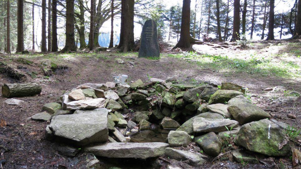 Pramen Chrudimky, zvaný Filipovský, vyvěrá v nadmořské výšce 680 metrů, poblíž obce Filipov na Vysočině