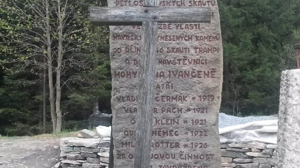 Prostý dřevěný kříž a nevelká hromada kamení - taková byla první podoba Ivančeny v roce 1946