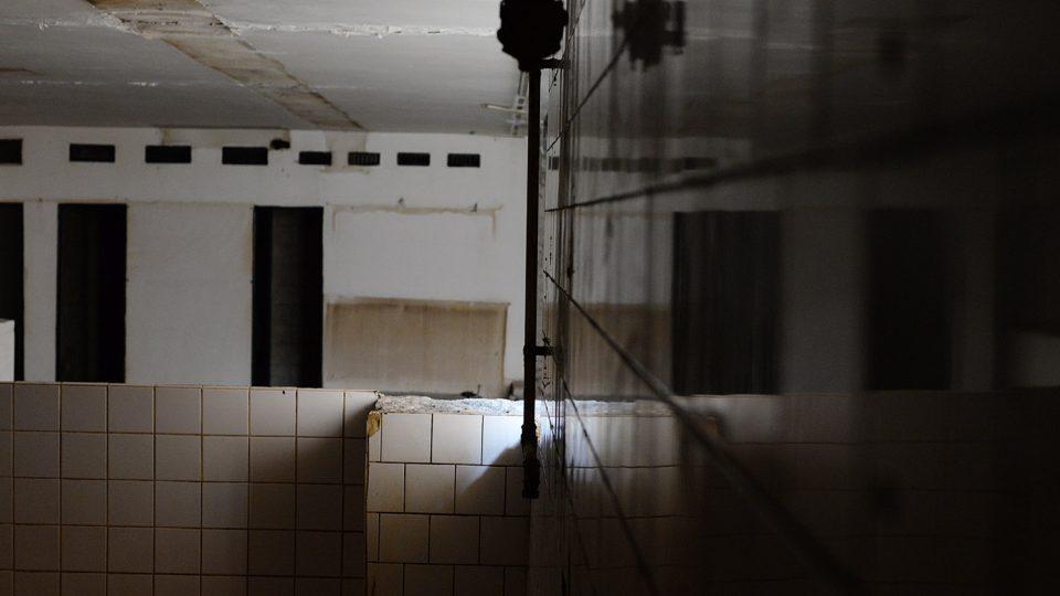 Koupelna v bývalé restauraci Kra Kra