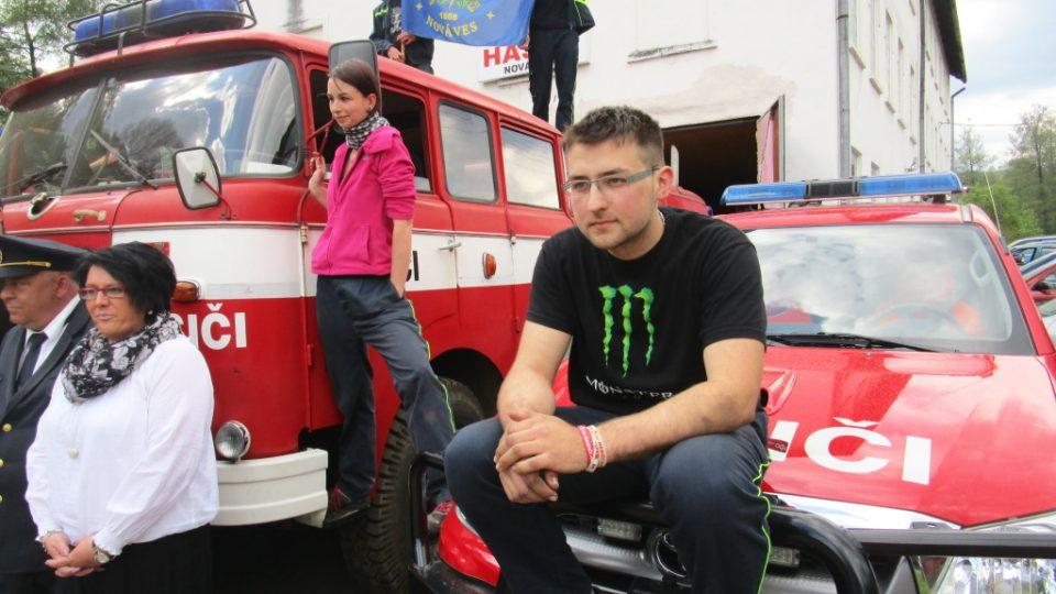 Na fotce vpravo vedoucí hasičské mládeže