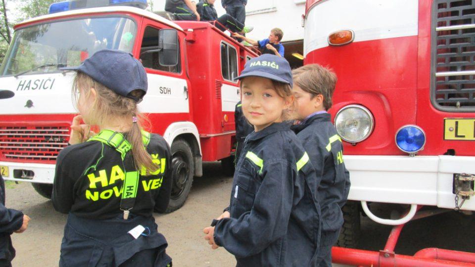 Malá hasičská slečna a úsměv pro Český rozhlas Sever