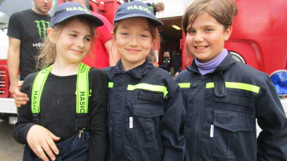 Že by budoucí hasičky?