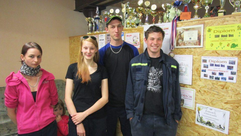 Koutek slávy plný diplomů, ocenění a trofejí z hasičských soutěží