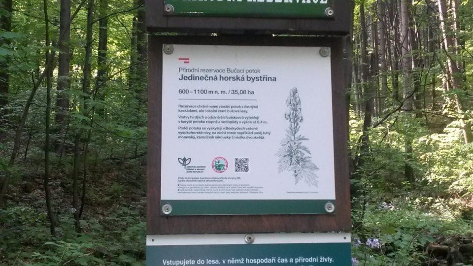 Přírodní rezervace Bučací potok začíná hned nedaleko vesnice Ostravice