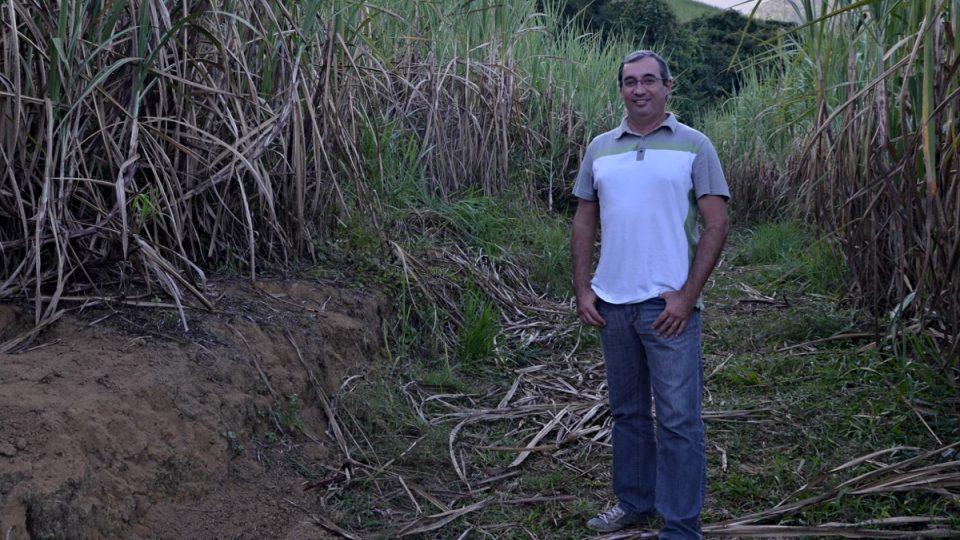 Lúcio Gama Freire spolupracuje při pěstování cukrové třtiny s výzkumníky z univerzit